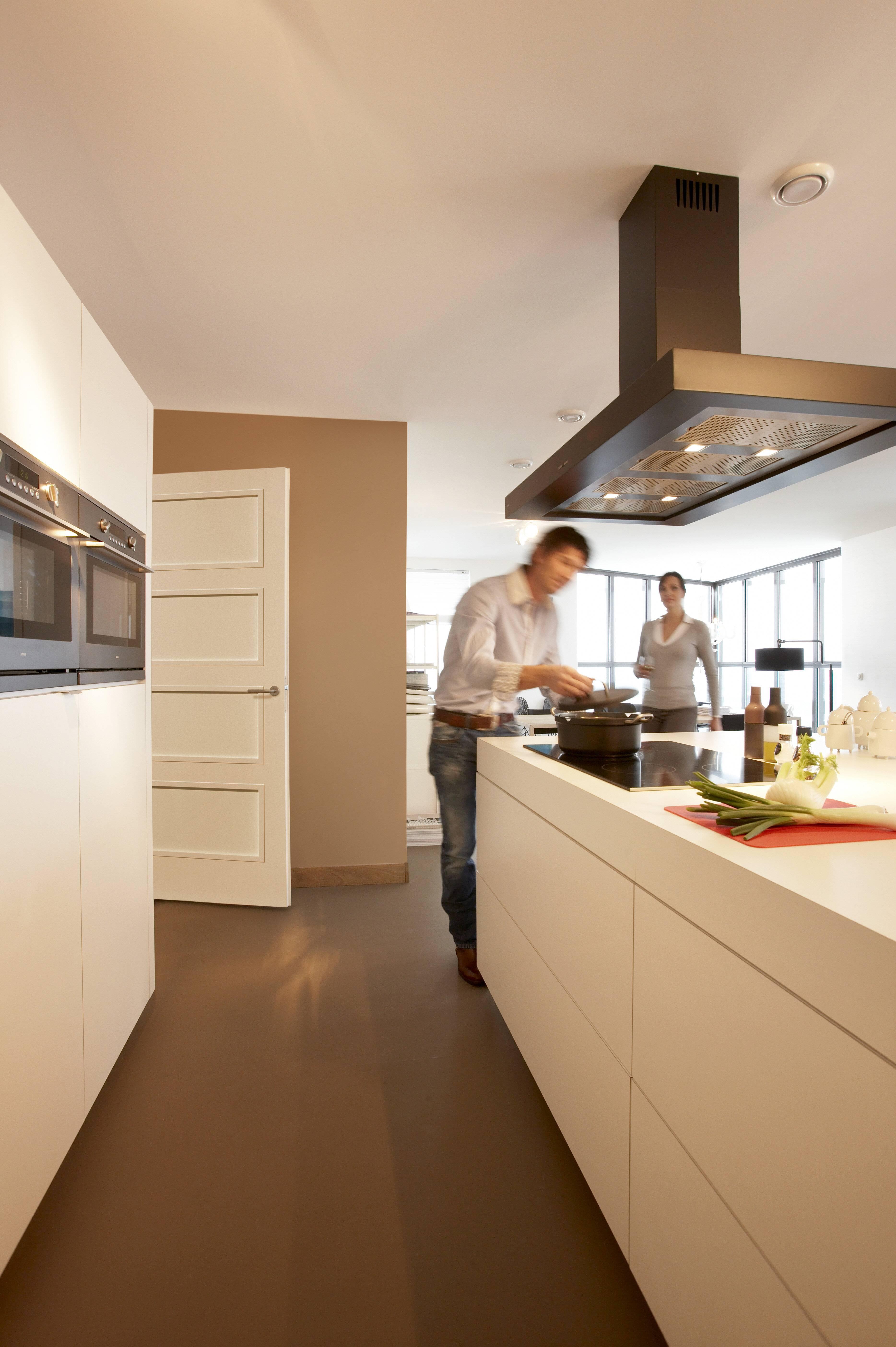 Keuken met kokende mensen